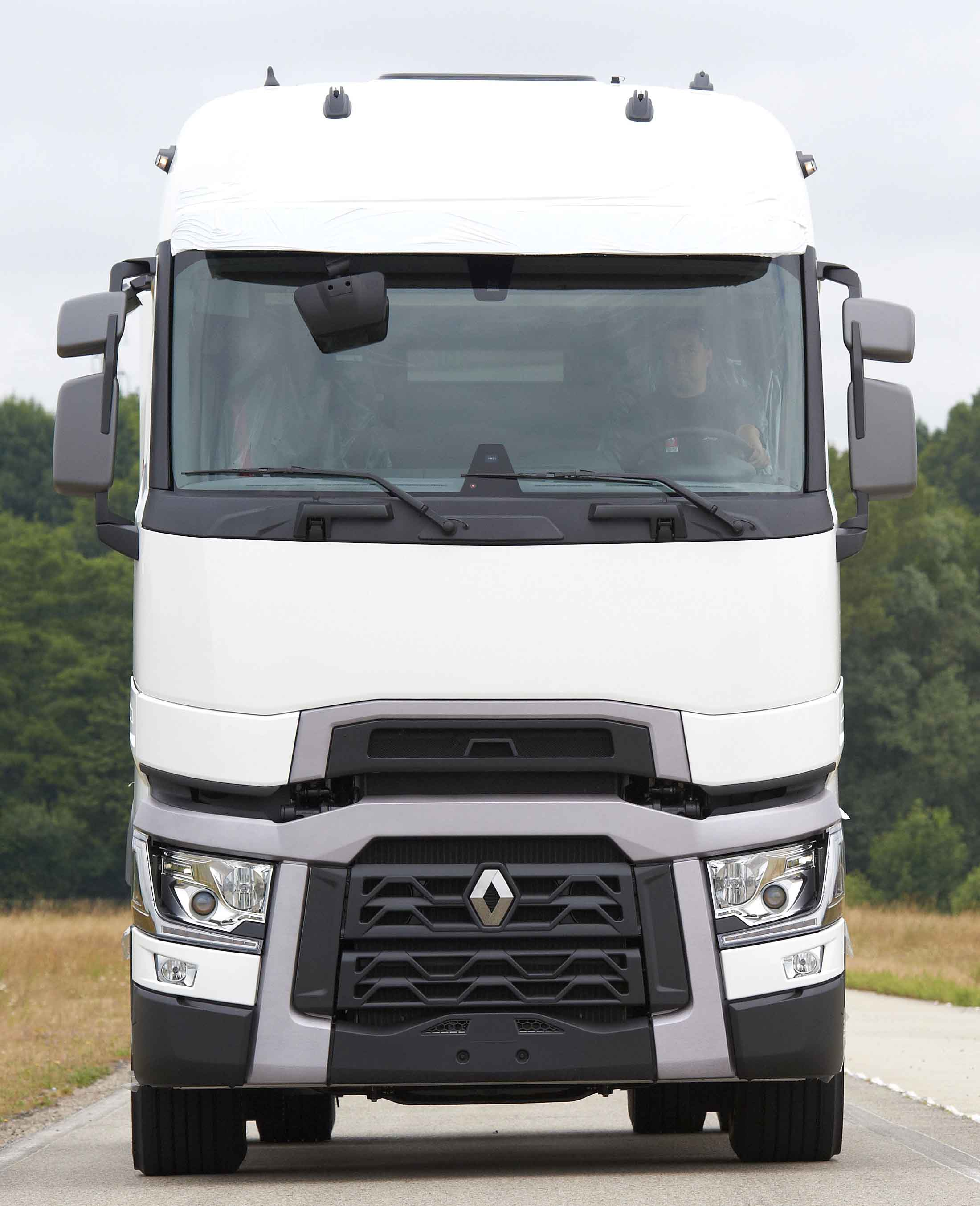 stef takes first new renault trucks. Black Bedroom Furniture Sets. Home Design Ideas